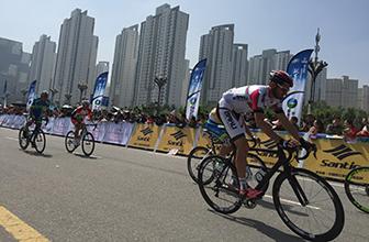 激情再燃!环青海湖自行车绕圈赛